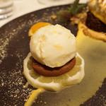 レストラン 間 - デザート レモンのタルトとショコラのマリアージュ、甘夏のアイスクリーム