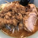 立川マシマシ ロイヤルスープ - 【2017.5.26】つけ汁の丼にはトッピングした脂が大量。