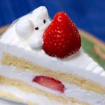 プランシェ - 苺のショートケーキ 365円 生クリームの熊さんが苺を抱えてる!カワイイ!