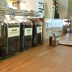 ブルー コーヒー - カウンターに並ぶ珈琲豆