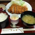 とん亭 - 料理写真:とんかつ定食。