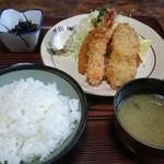 とんかつ太郎 - 料理写真:ランチの海鮮フライ定食、御飯大盛り。