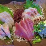 やまや - 2017-05-11_初訪問時 地魚五点刺身 鯵、鰹、鯛?、白身?、生シラス