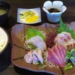 やまや - 料理写真:2017-05-11_初訪問時 地魚五点刺身盛合せ定食