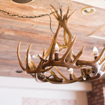 Restaurant & Bar Mashu - 鹿の角のシャンデリア