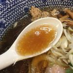 麺屋福丸 - 分厚い鴨スープ