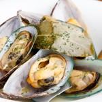 Bistro Cafe GAVA - ニュージーランドのパーナ貝を白ワイン蒸し