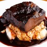 Bistro Cafe GAVA - 大きい牛頰肉の赤ワイン煮込み。ガッツリ。
