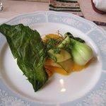 欧風懐石 勝 - 魚料理は白身魚のポアレ、でも写真では魚が隠れて解りませんね。(笑)