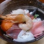 麺亭 しおつる - 海鮮丼 税込380円