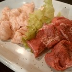 焼肉ショップ くう蔵 - 白コロホルモンと豚サガリ