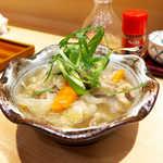 和食天ぷら さくさく - 〔日替〕塩もつ煮(¥734)。透明感あるスープ、もつは柔らかくて塩加減も丁度良し