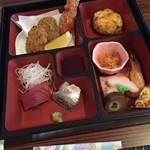 ブリーズベイシーサイドリゾート熱海 - 重箱と海鮮鍋はセットメニュー(^∇^)←エビフライは娘がくれました