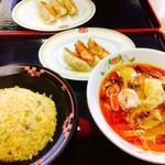 68274614 - 日替りランチ                       (サンラータン麺・ミニチャーハン・餃子3個)