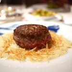 アピシウス - 料理写真:黒毛和牛ロース挽肉の半生ステーキ(スペシャリテ)