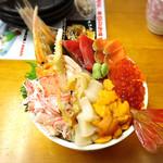 北のどんぶり屋 滝波食堂 - たきなみ丼にカニをプラスして2700円