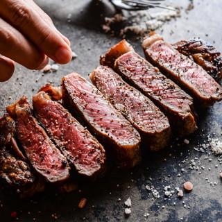 """『肉が旨いカフェ』ならではの""""熟成肉""""をお楽しみください。"""