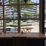 パンとエスプレッソと 南森町交差点 - 店内からの眺め