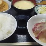 おけいちゃん - ハマチ刺身定食680円