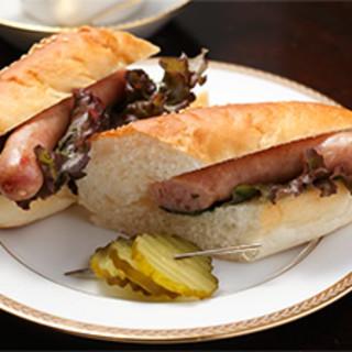 一口ほおばるとソーセージから肉汁ブワッ‼パンから香ばしい香り