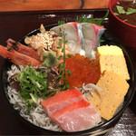 喜代寿司 - ちらし寿司 1800円。