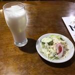 Mirumire - ラッシーとサラダ。 美味し。