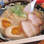 麺屋ラ賊 - ラーメン530円+半熟煮玉子100円。