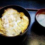 ゆで太郎 - (2011年2月追加)「かつ丼」500円也。税込。タクアンとワカメのみそ汁付き。