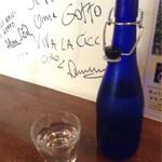 goffo - 青いボトルの水