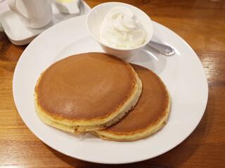 ホットケーキパーラー フルフル 赤坂店 - ホイップクリーム ホットケーキ(2枚850円)