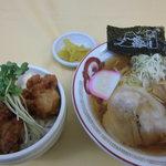谷村パーキングエリア(上り) フードコート - から揚げ丼ラーメンセット 870円