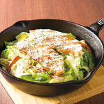 厚切り炙りスーチカ―のシーザーサラダ