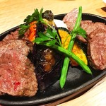Meet Meats 5バル - 国産黒毛和牛のともさんかくのグリル、しんしんのグリル。
