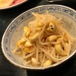 稲・もつ鍋焼肉 - キムチもやし。