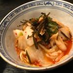稲・もつ鍋焼肉 - キムチ白菜。