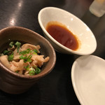 稲・もつ鍋焼肉 - お通しの酢モツ。