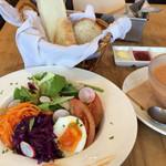 ・・・et puis les chaises - スープ・サラダランチ