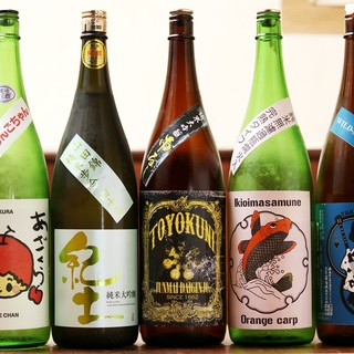 全国各地の地酒30種ほどあります。