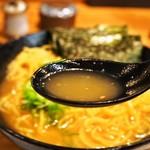 聖 - 聖特製 醤油ラーメン(スープ)