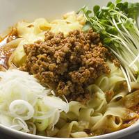 辣醤厨火 味くら - 話題の 麻辣麵(マーラーめん)半ライス付きです。コシのある極太麺を食べたあとにご飯を入れて2度おいしい。