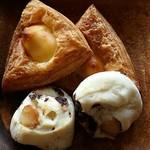 ドンク - 料理写真:レアチーズ & くるみのパン