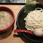 つけ麺 雀 - 辛つけ麺(写真は味玉付)