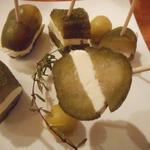 アイリッシュ温泉 - チーズをピクルスで挟んだもの
