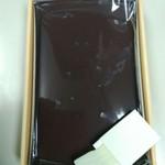 宮田きんつば店 - 料理写真:中はこんな感じ。小さなプラスチックの菓子切り付き