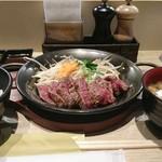 鉄板TOKYO - ランチ イチボのステーキセット  ミディアムレア