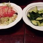 龍記 - 冷やしトマトと塩キュウリ