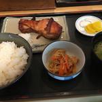 魚真 - 料理写真:時鮭のカマ焼き定食(1500円)