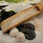 アジアンヌードル 展 - 竹筒の中は海老のすり身
