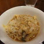 アジアンヌードル 展 - 焼き飯にトムヤムスープを掛けました