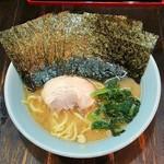 ありがた家 - ラーメン700円麺硬め。海苔増し100円。